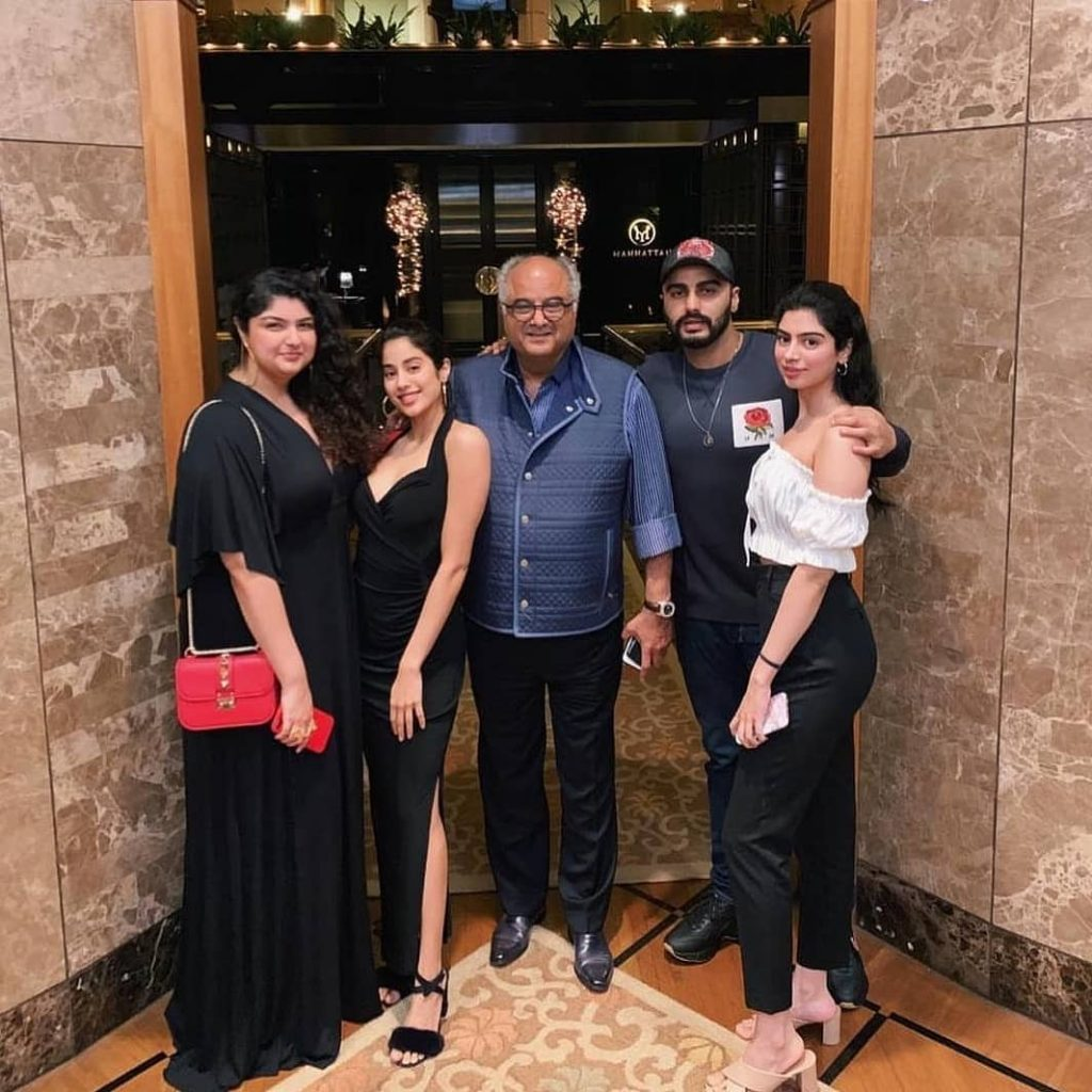 Khushi kapoor with her brother, sister, father