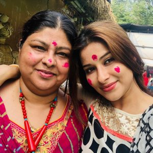 Nyra Banerjee with mother