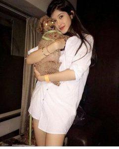 Shanaya Kapoor With her pet