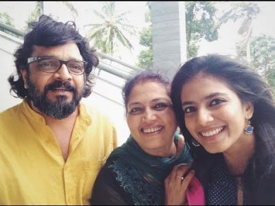 Malavika Mohanan with Parents