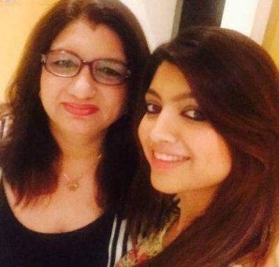 Akansha Puri With Her Mother.jpg