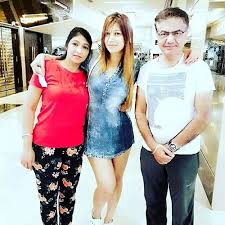 Jasleen-Matharu-With-Father-and-Mother