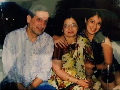 raai-laxmi-family-with-mother-and-father