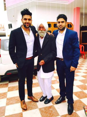 Guru Randhawa with his brother and Grand father