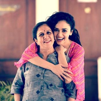 Amruta Khanvilker With Her Mother