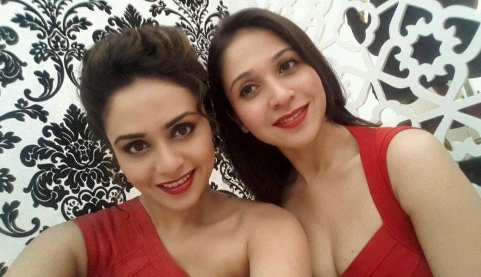 Amruta Khanvilker With Her Sister