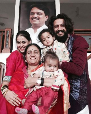 Riteish Deshmukh With His Mother Wife And Children