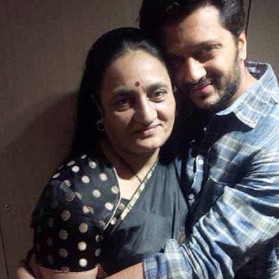 Ritesh Deshmukh With His Mother