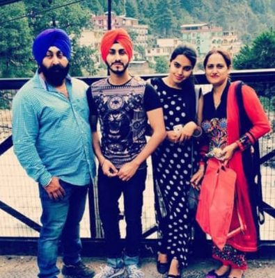 Rohanpreet Singh With Parents And SisterRohanpreet Singh With Parents And Sister