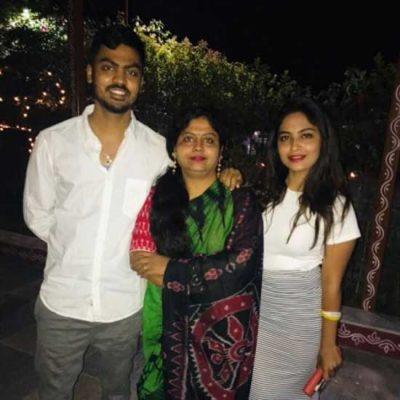 Alekhya Harika With Family, Mother Jyothi And Brother Vamshi Karthik