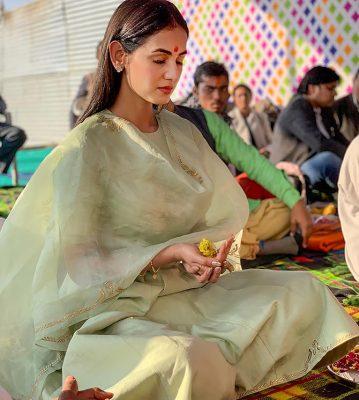 Sonal-Chauhan-kumbh-mela