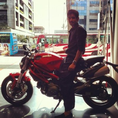 Vikrant-Massey-with-his-bike