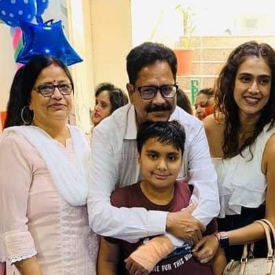 Aakanksha-Singh-Family-mother