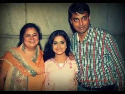 Avika Gor with Her father and Mother